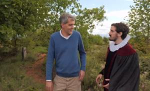 Iker Madrid pasea con Ian Chapman por los jardines y viñedos de Carravalseca.